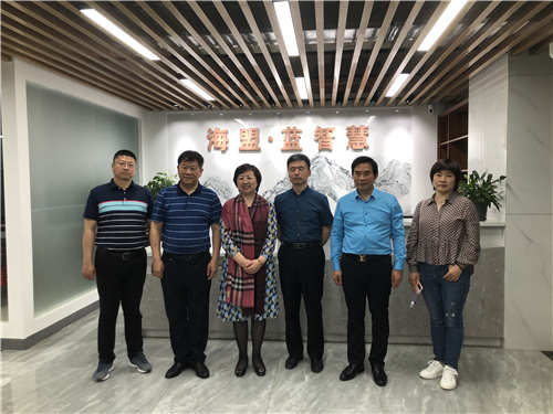 哈尔滨市香坊区政府领导一行11人莅临我公司参观考察